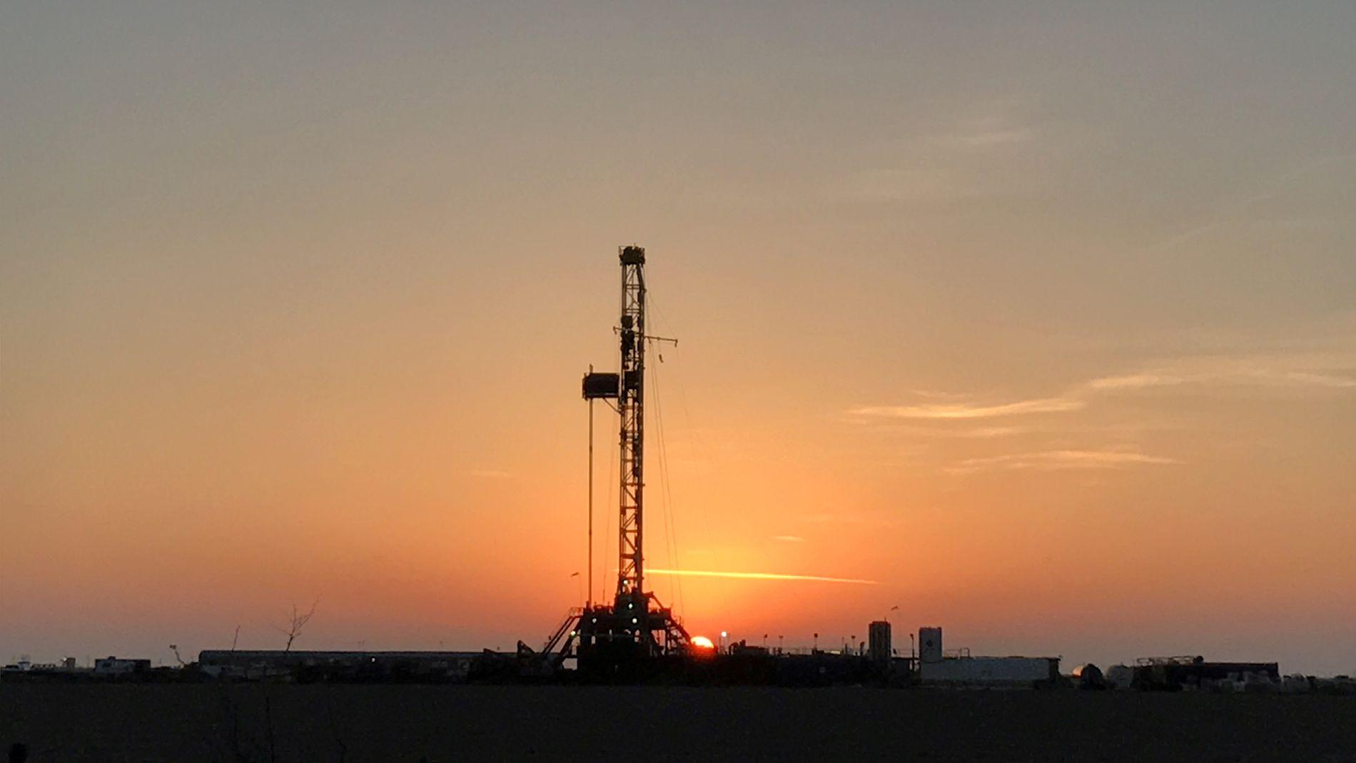 OLJENASJONEN USA: Skiferoljen har gjort USA til oljegigant, og veksten er ventet å fortsette. Her fra en rigg i Texas.