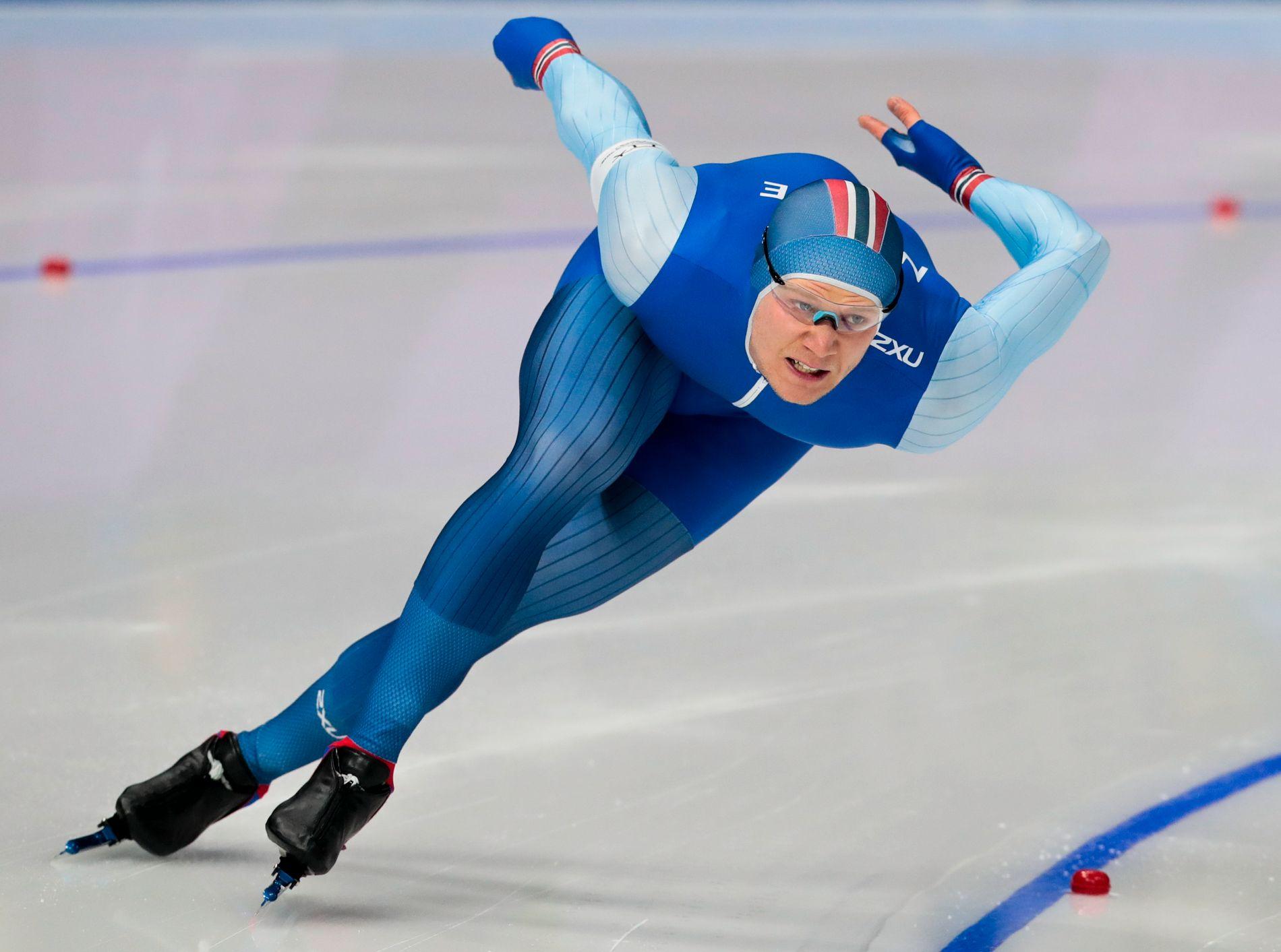 JAKTER MEDALJE: Håvard Holmefjord Lorentzen (26) var uheldig med sterk motvind på 500-meteren fredag og gikk bare passe godt på 1000-meteren - men kan fortsatt ta medalje i sprint-EM.