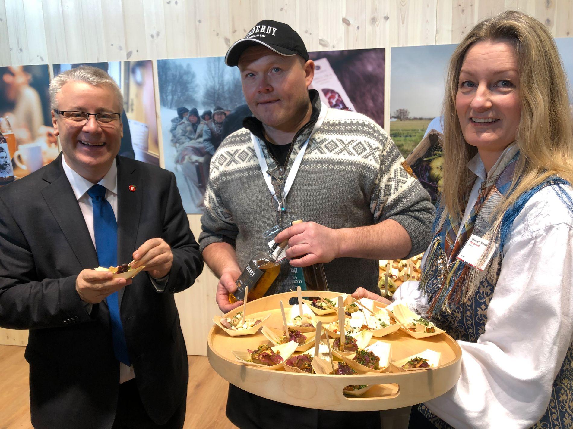 BÅRD I BERLIN:  Landbruks- og matminister Bård Hoksrud besøkte også matleverandør Øynaparken fra Trøndelag-regionen på Grüne Woche da han var i Berlin.