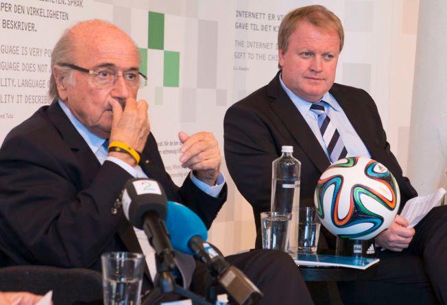 KONTROVERSIELL STØTTE: Yngve Hallén støttet gjenvalget av Sepp Blatter som FIFA-president i 2011. Her er duoen i fjor på Nobels Fredssenter, som nå har avsluttet det NFF-initierte samarbeidet med de internasjonale fotballforbundet.