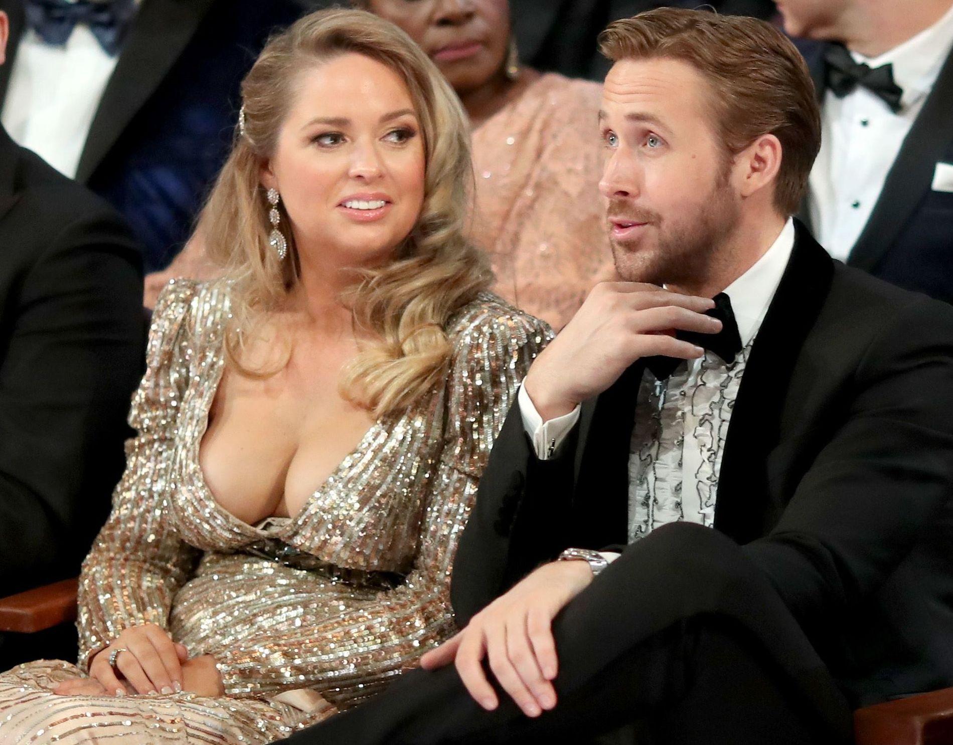 SØSTEREN: Mandi Gosling var Ryan Goslings følge til Oscar-gallaen søndag.