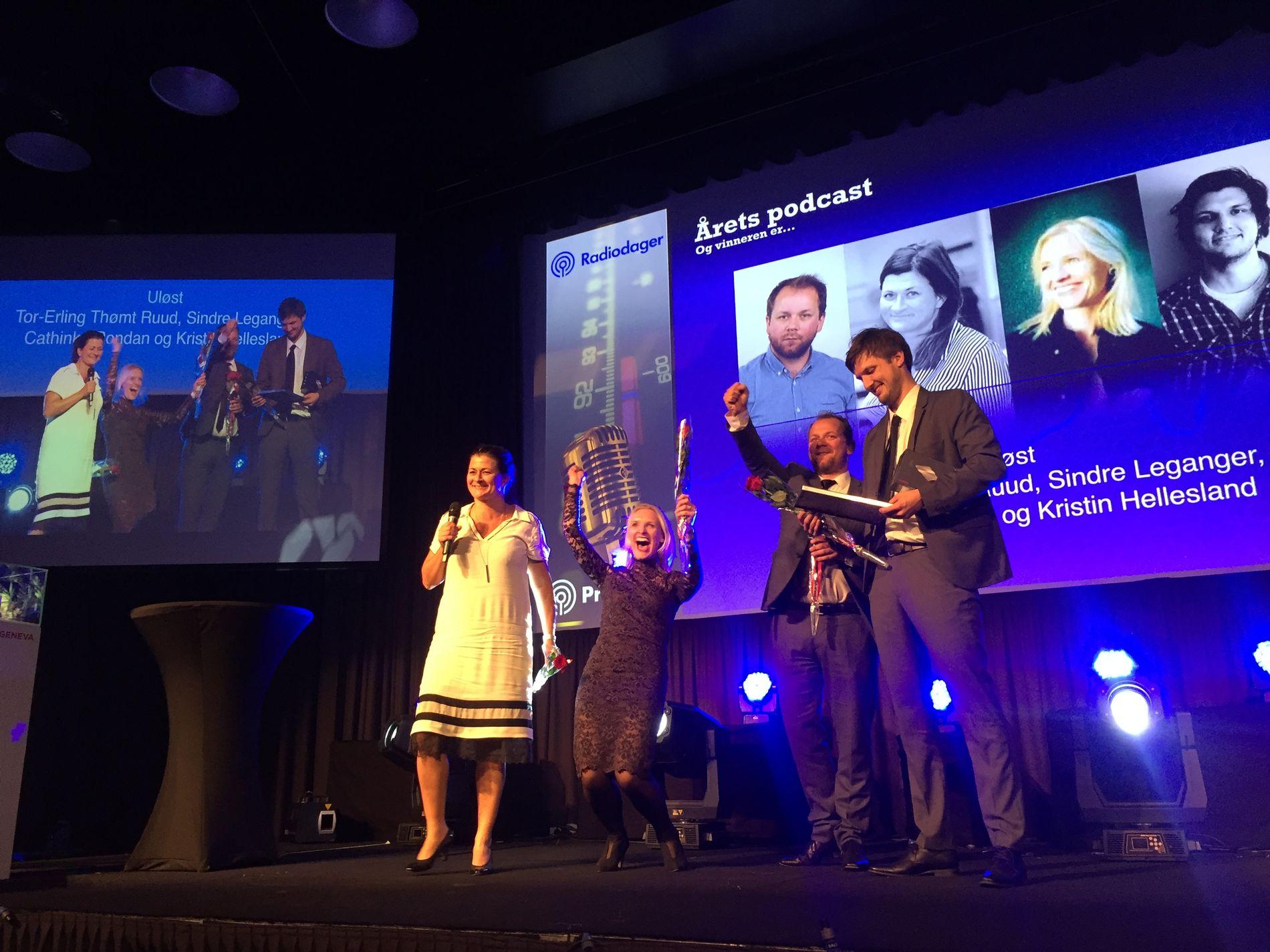 VG-JUBEL:  VG stakk av med prisen for årets podcast første gang prisen ble utdelt under årets Prix Radio. Cathinka Rondan (fra venstre), Kristine Hellesland, Tor-Erling Thømt Ruud og Sindre Leganger, slipper jubelen løs.