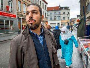 ENGSTELIG: - Jeg er mer redd for det ryktet som Molenbeek er i ferd med å få som et arnested for terrorisme i Belgia, enn for jihadister. Mest frykter jeg hva som kan skje om hvite ekstremister kommer hit for å hevne seg på oss, sier Mohamed Bakbak (46).