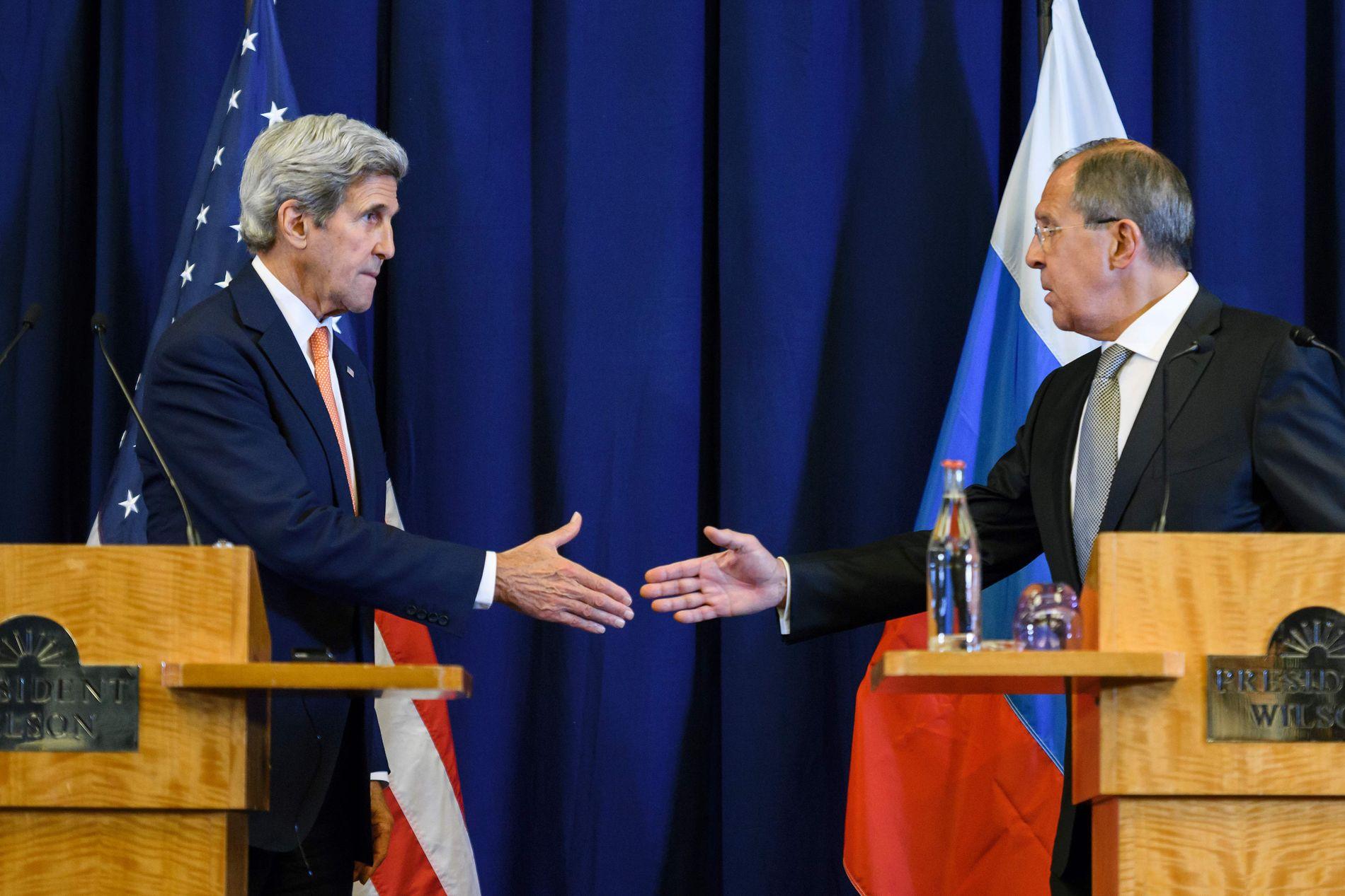 ENIGE:  Syria-samtalene mellom USAs utenriksminister John Kerry (t.v.) og hans russiske kollega Sergej Lavrov i Geneve fredag resulterte i det som kan være et vendepunkt i konflikten.