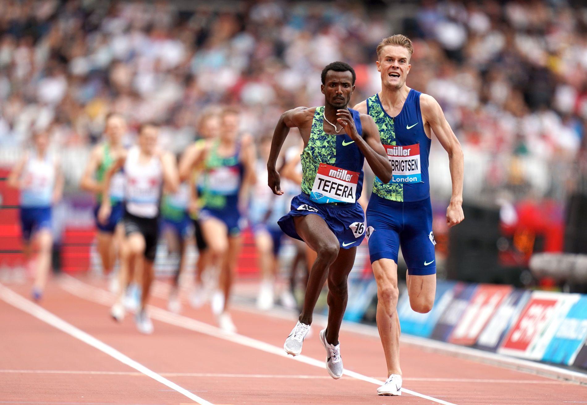 TETT DUELL: Filip Ingebrigtsen ble nummer to på mile-løpet i London bak Samuel Tefera.