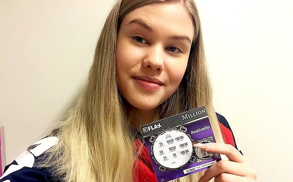 MILLIONBEVISET: Amalie Engen trodde ikke sine egne øyne da hun skrapte frem tre like mandag ettermiddag.