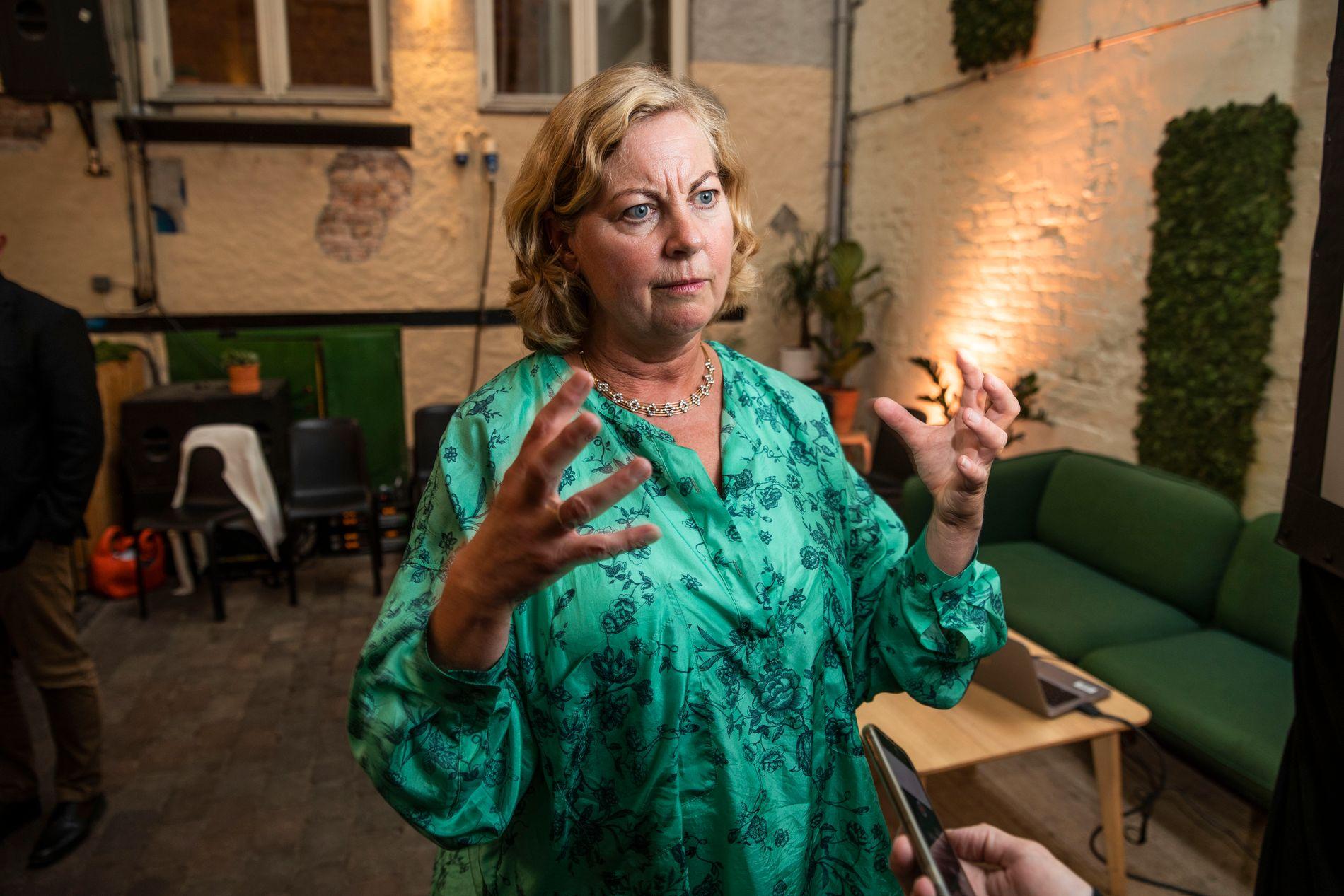 UNDER PRESS: Sjef for Telenor i Skandinavia, Berit Svendsen. Her under et pressemøte tirsdag ettermiddag om netthastighet.