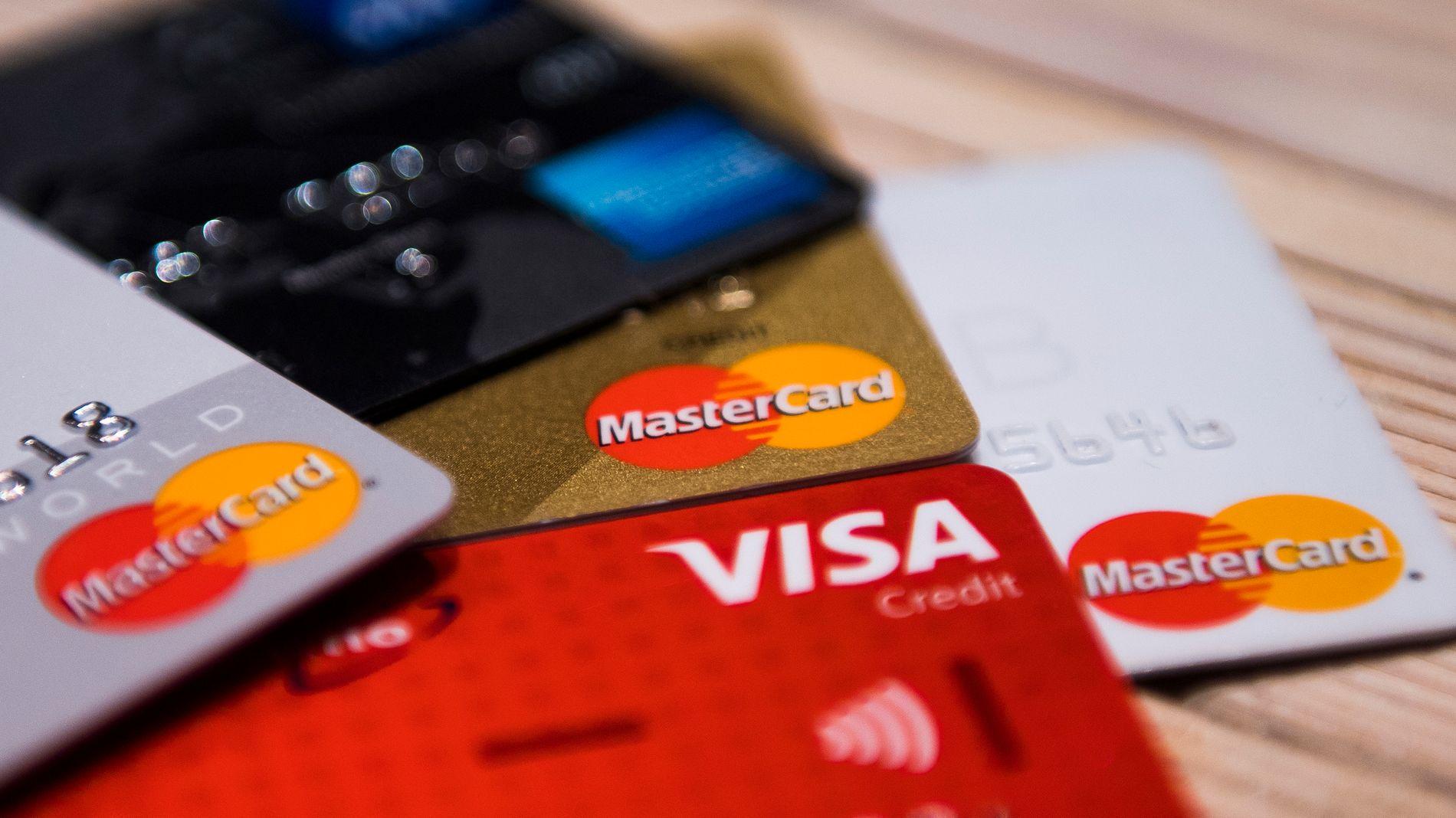 KAN BLI DYRT: Det finnes over 300 ulike kredittkort i Norge. Ubrukt har ikke disse kostet deg noe – men i løpet av neste halvår gjør regelendringer at den ubenyttede kreditten vil bli regnet som en del av din gjeld. Det kan bety mye når du for eksempel skal søke om lån.