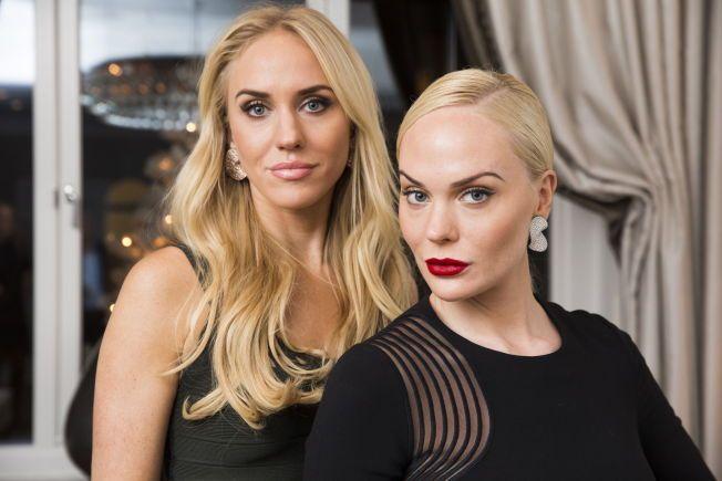 INNRØMMER TØFF TID: Cecilie (t.v) og Kathrine Fredriksen stilte til intervju med VG i går, før de samlet sine nærmeste venninner til julebord. FOTO: FRODE HANSEN/VG