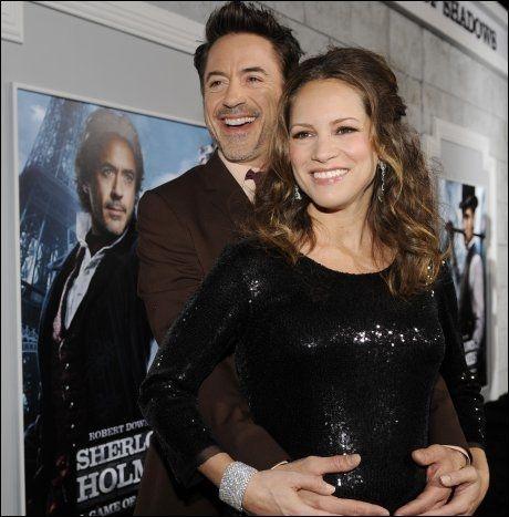 BLE FORELDRE: Robert Downey Jr og kona Susan - her på filmpremiere i desember. Foto: AP