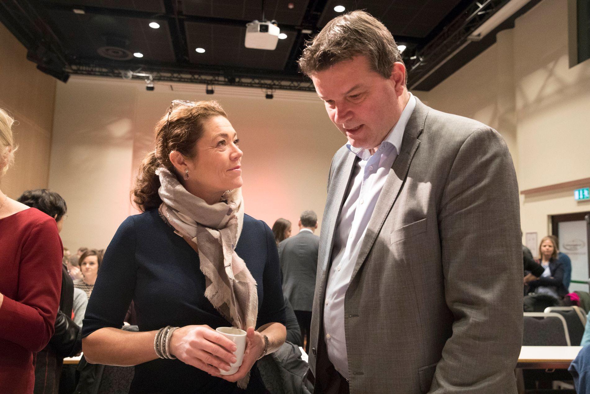 LUTTER ØRE: LO-leder Hans Christian Gabrielsen fikk tirsdag 30 øre å gi til landets arbeidstakere, av NHO-leder Kristin Skogen Lund, som en forsmak på lønnsoppgjøret.
