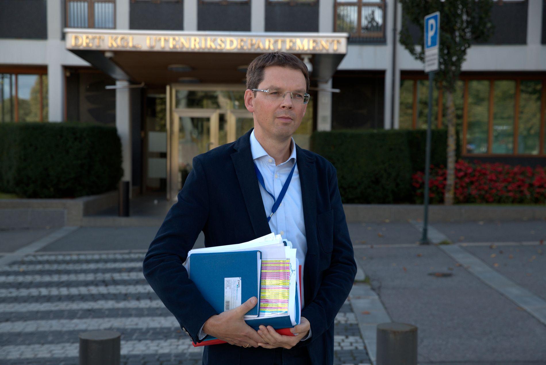REAGERTE: UDs kommunikasjonssjef Frode Overland Andersen.