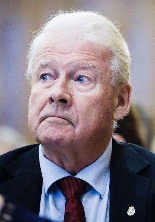 OPPRØRT: Tidligere Frp-leder Carl I. Hagen mener Fredrik Skavlan oppførte seg som en bølle.