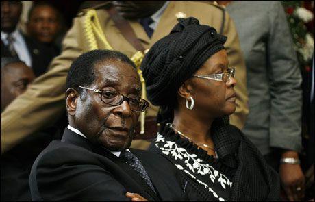 TIL STEDE: President Robert Mugabe og kona Grace. Foto: AFP
