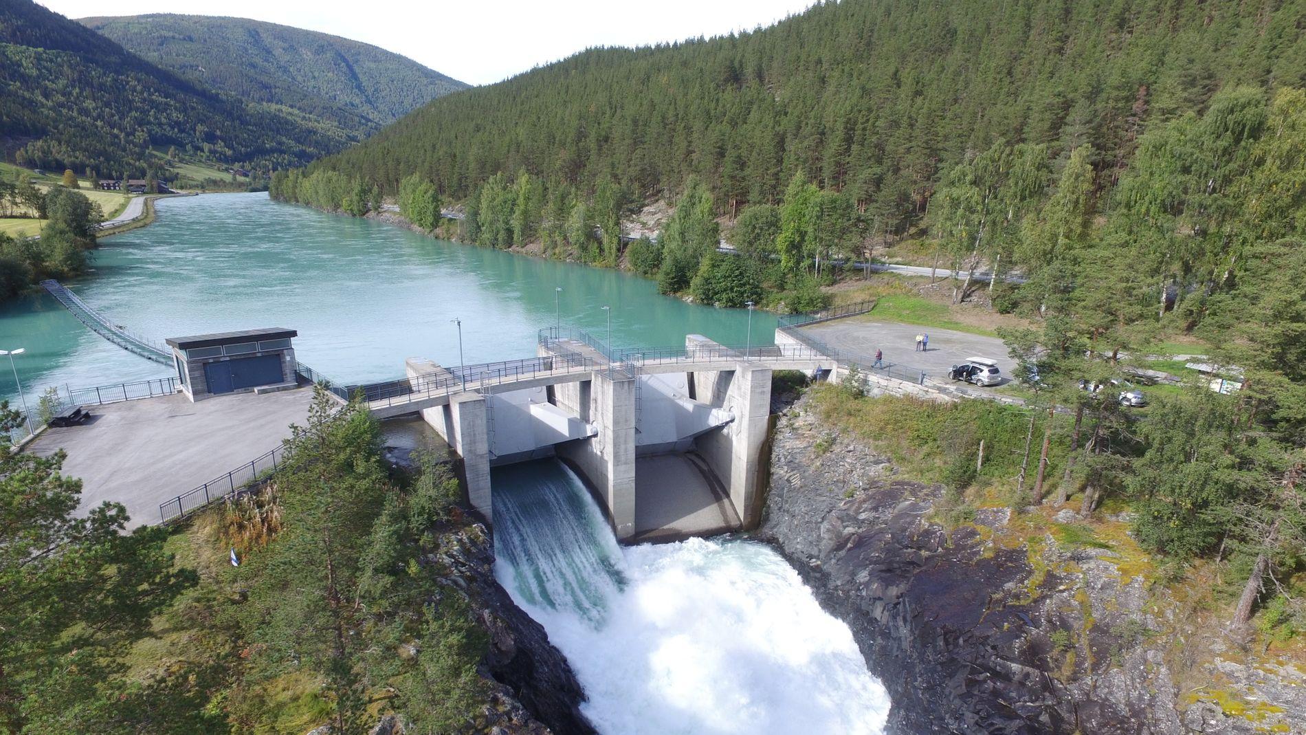 TJENTE GODT: Kraftbransjens inntekter steg med over syv prosent til 149 milliarder kroner i fjor, ifølge en Pareto-rapport. Dette er dammen Eidefossen i Nedre Otta.