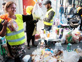 FRIVILLIG: Maritza Fuentes var blant de frivillige som tirsdag tok imot flere titalls syriske flyktninger i Malmö.