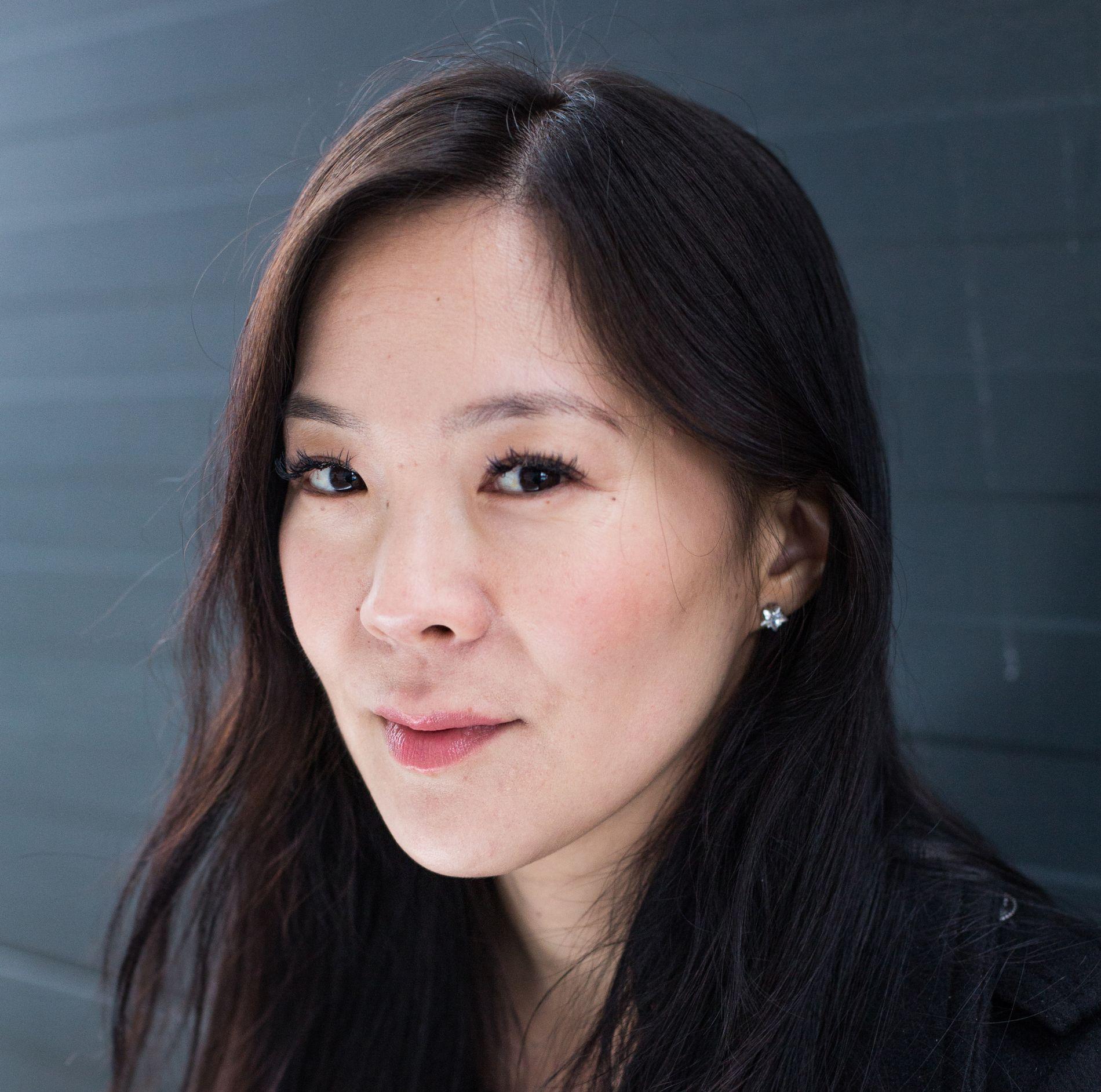 AKTUELL: Sun Heidi Sæbø har jobbet i mange år som utenriksjournalist og reportasjeleder i Dagbladet. Hennes timing for denne boken er god, og hun har satt seg svært godt inn i historien om Nord-Korea og Kim-dynastiet.