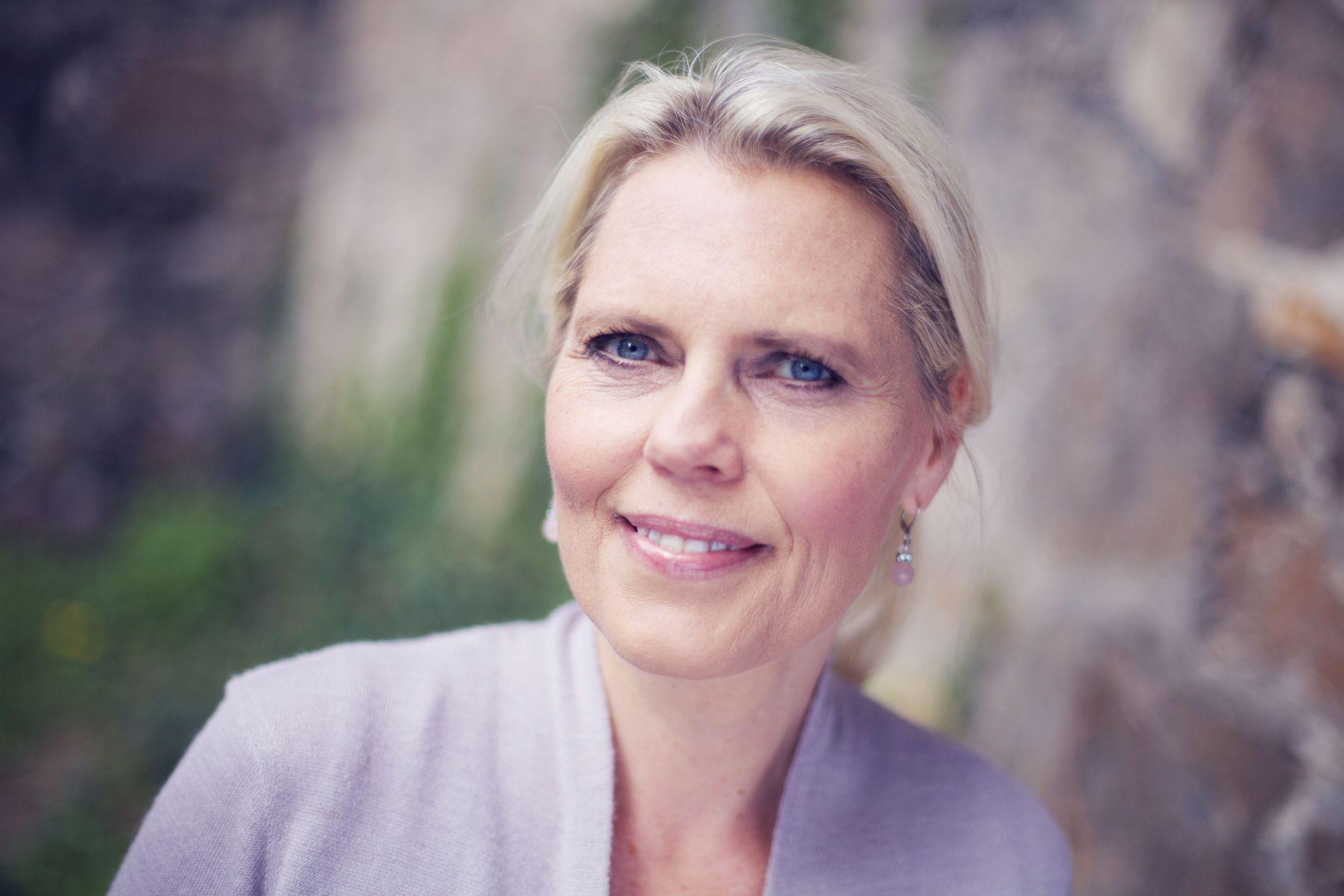 NÆRT: VGs anmelder mener det er på tide at det kommer en bok om Anne Brannfjell og at forfatter Ellen Vahr (bildet) skaper nære og rørende scener.
