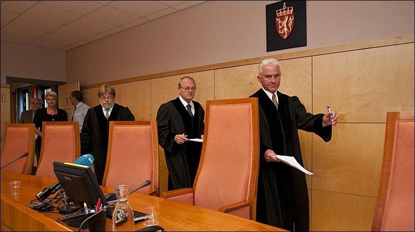 DOMSAVSIGELSE: Eidsivating lagmannsrett avsa dom i ankebehandlingen av Alvdal-saken mandag. For to av de tiltalte ble det mildere straff, for én ble det uendret, mens hovedmannen fikk en skjerpet straff. Foto: Scanpix