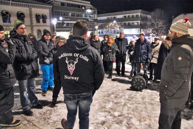 I TØNSBERG: I begynnelsen av februar patruljerte medlemmer av Odins soldater i Tønsberg sentrum.