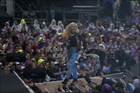 HYLLET: Under VG-lista-showet i Oslo ble Astrid Smeplass (16) hyllet av folkehavet. Foto: Trond Solberg