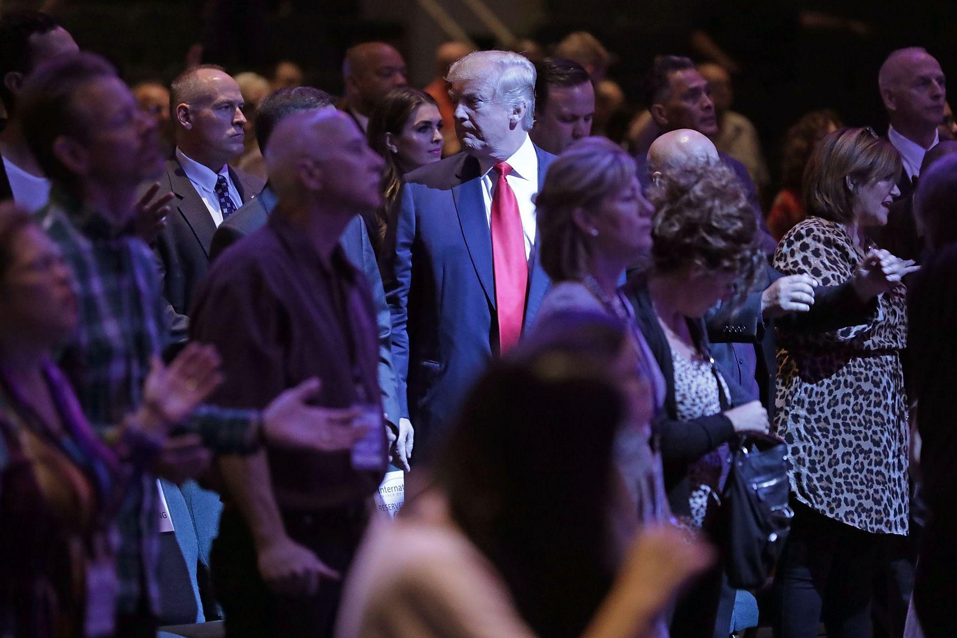 KRISTENDOM: –  I USA har menighetene knyttet til evangelikalisme vært tradisjonelle støttespillere for det republikanske partiet. Det er ikke forandret selv om kandidaten i år var Donald Trump, som ingen kan påstå er noe englebarn, skriver kronikkforfatteren. Bildet er fra et valgkampmøte i International Church of Las Vegas.