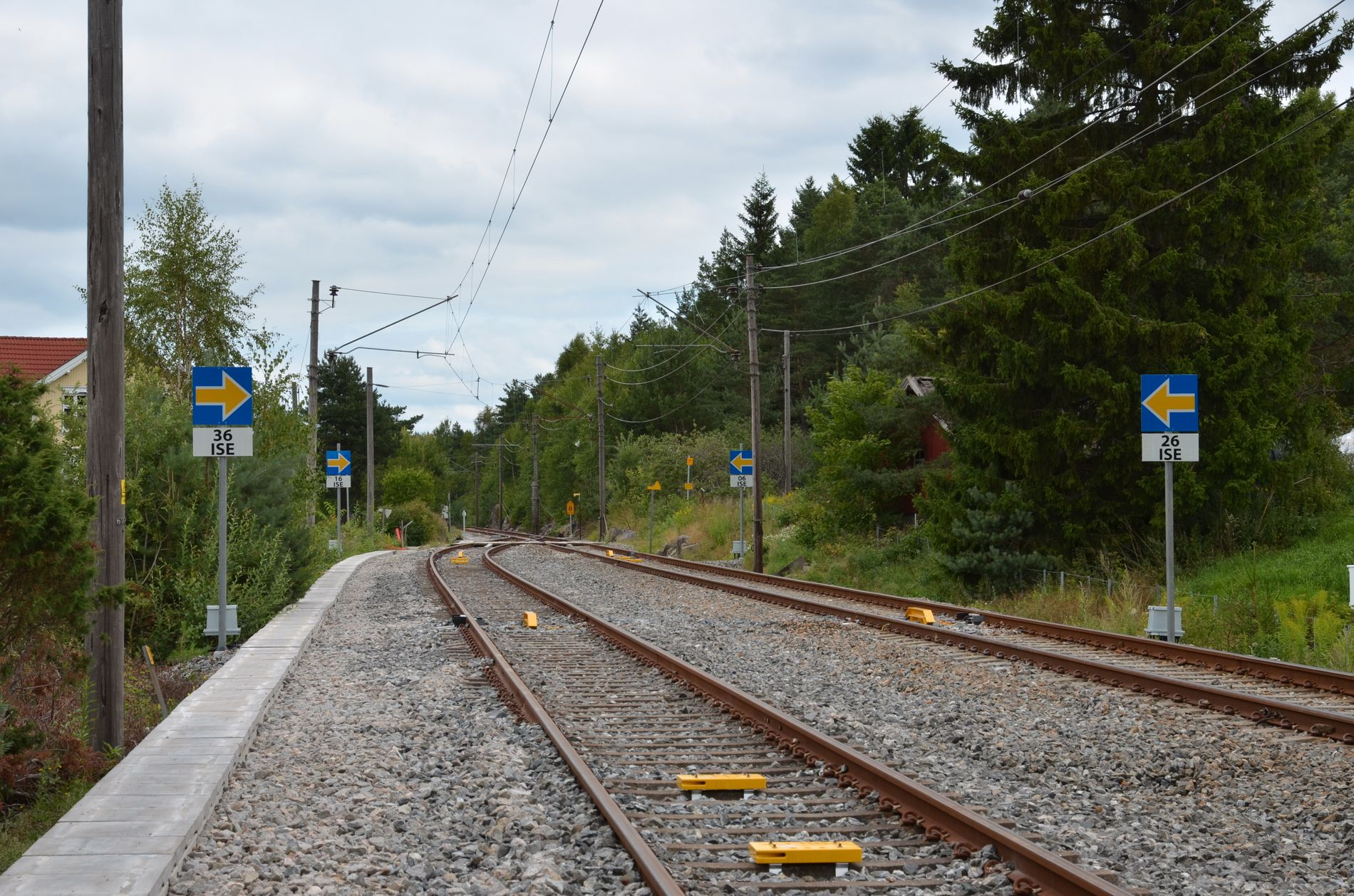 TESTLINJE: Jernbanen ved Ise stasjon på Østfoldbanens østre linje var allerede i 2015 utstyrt med ERTMS for å teste ut systemet.