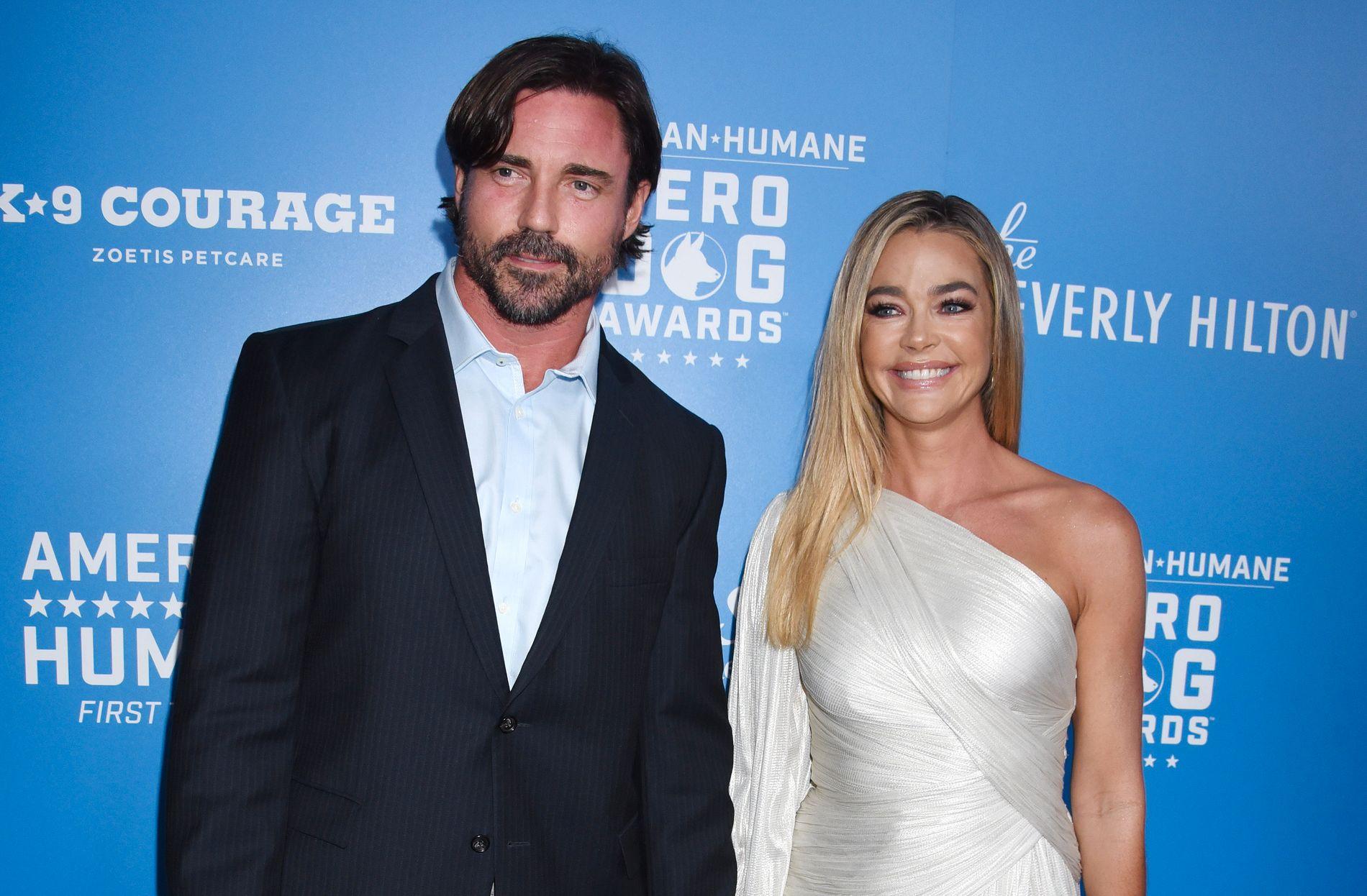NYGIFT: Aaron Phypers og Denise Richards giftet seg i fjor. Her er de på et arrangement i Beverly Hills i september 2018.