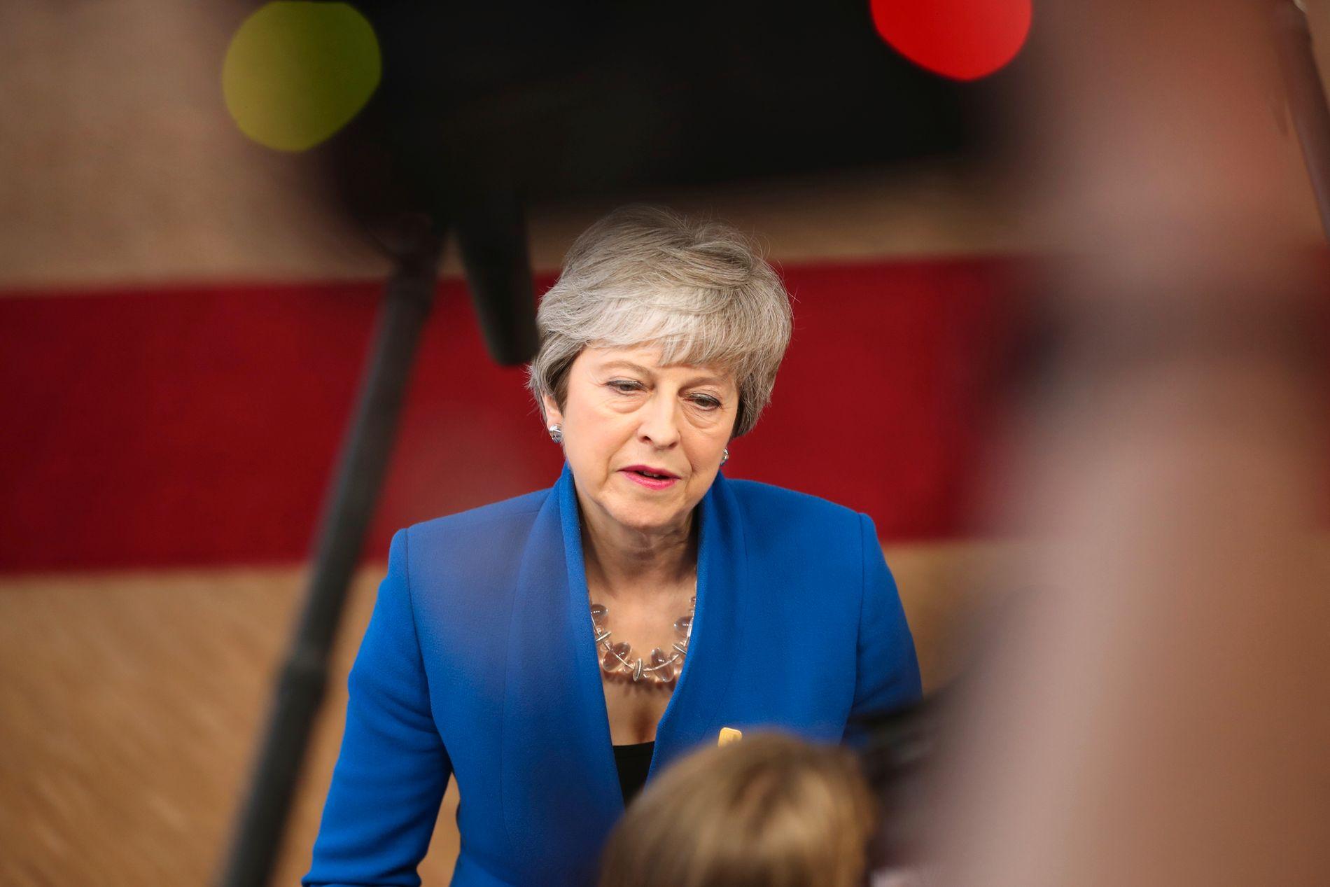 – VANSKELIG TID: Statsminister Theresa May sa fredag at valgresultatene viser at det er en vanskelig tid for partiet. De konservative mistet nesten 1.300 lokale seter.