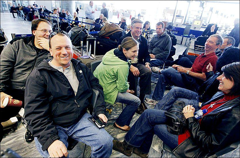 VIL HJEM: Michael Maxson og hans følge krysser fingrene for at avgangen til New York går som normalt senere i dag. Foto: Scanpix.