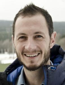 APP-MANNEN: Ben Clarsen jobber som fysioterapeut ved Olympiatoppen.