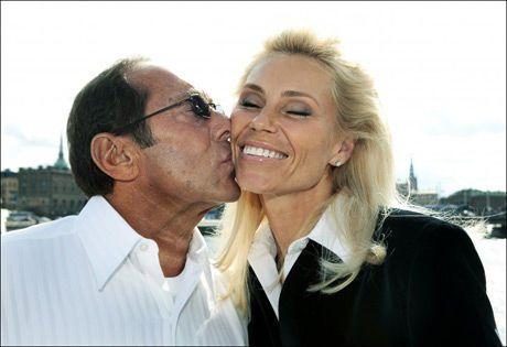 TRØBBEL I EKTESKAPET: Anna Anka (38) - her med ektemannen Paul Anka (68) . Foto: Aftonbladet Foto: