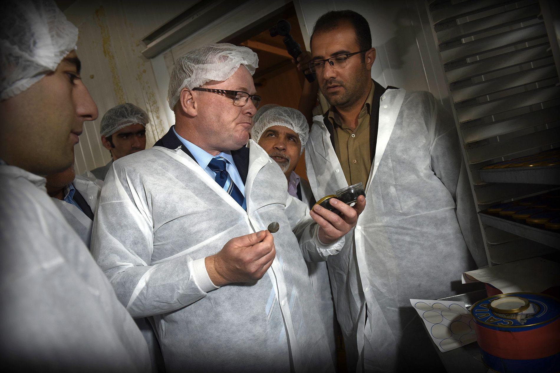 KAVIAR TIL 1000 KRONER BOKSEN: Per Sandberg fikk smake på iransk luksus i 2016.