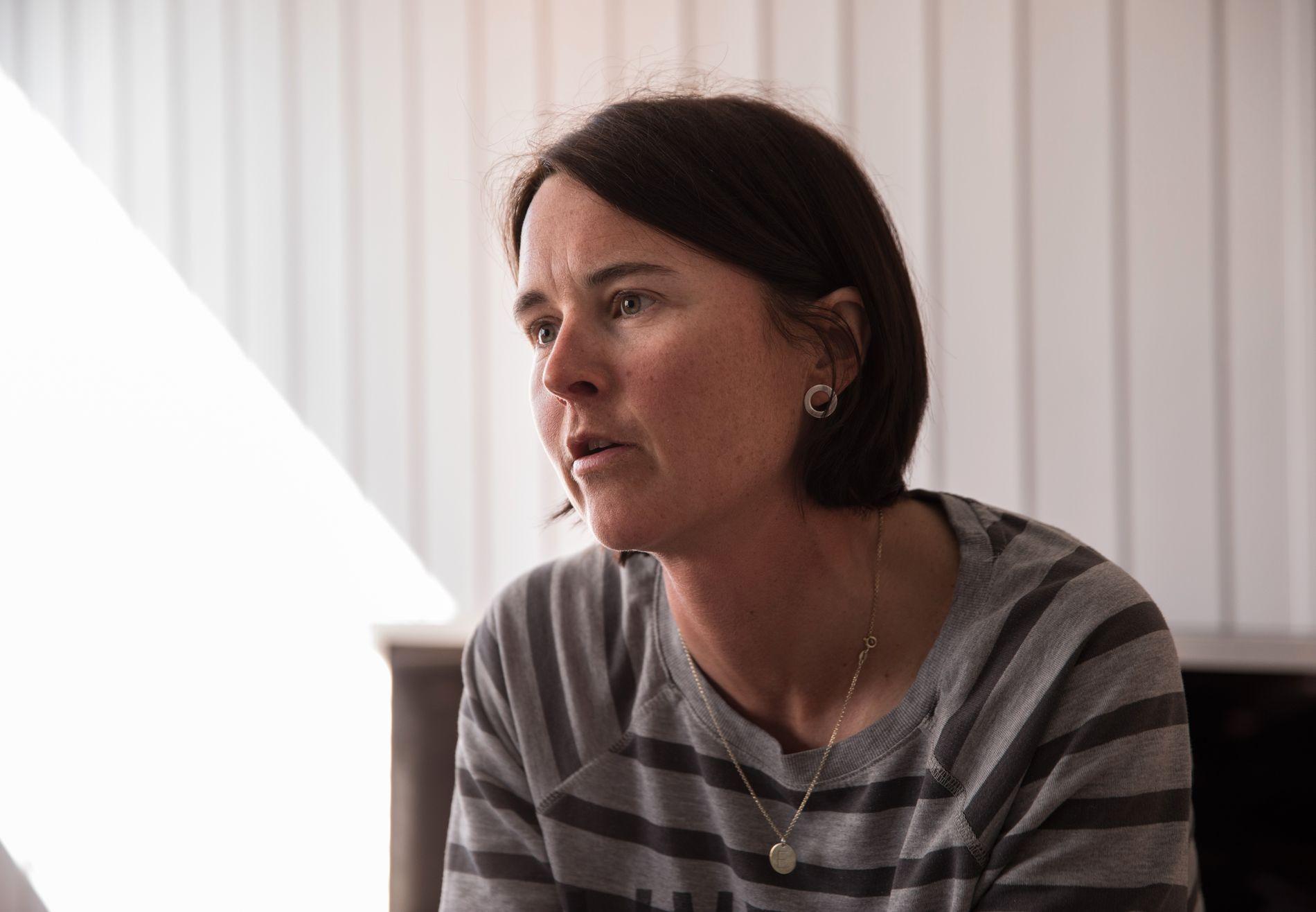 FORTVILET: Åshild Sporsheim sier hun ikke har kjent ordentlig på savnet etter faren, fordi hun er så sint på kommunene som hadde ansvaret for oppfølgingen av ham.