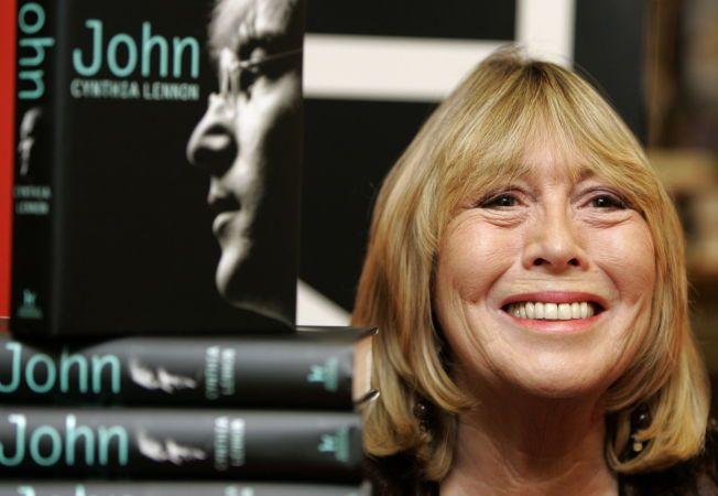 DEN GANG DA: Cynthia Lennon skrev bok om sin ektemann, John Lennon, i 2005. Paret var gift i seks år. Hun etterlater seg sønnen, Julian Lennon.