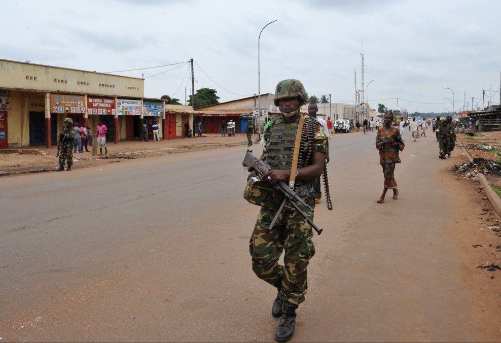 FÅR TROLIG IKKE NORSK HJELP: En soldat fra Burundi i den internasjonale Support Mission to the Central African Republic (MISCA)-styrken på patrulje i Bangui. Foto: AFP/NTB Scanpix