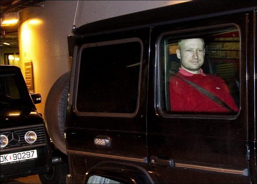 MØTER OFFENTLIGHETEN: Terrorsiktede Anders Behring Breivik skal mandag møte pårørende, fornærmede og presse under fengslingsmøtet i Oslo tingrett. Foto: Gøran Bohlin