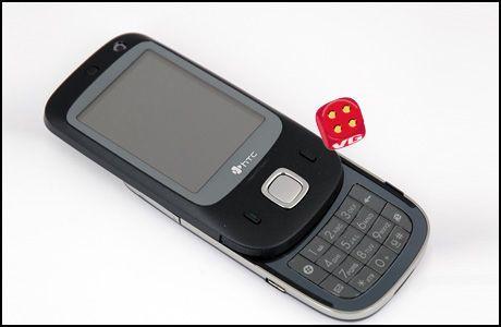 HTCs nye Touch har både trykkfølsom skjerm og vanlig mobiltastatur. (Foto: Simen J. Willgohs / Amobil.no)
