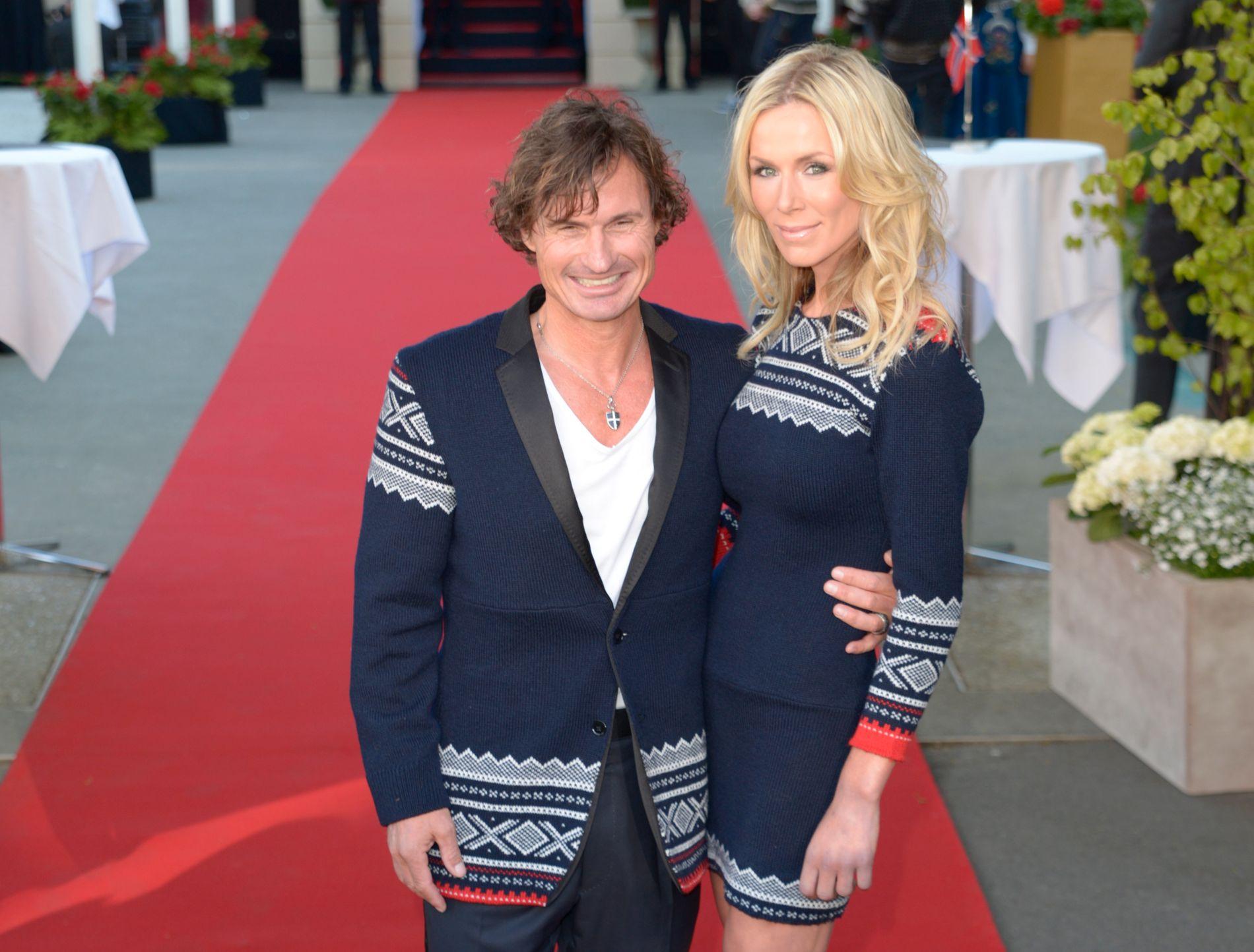 STOR-SLOTT: Petter Stordalen og kona Gunhild Stordalen feiret grunnlovsjubileumet i 2014 med å bygge en kopi av inngangen til Slottet foran Choice-hovedkvarteret.