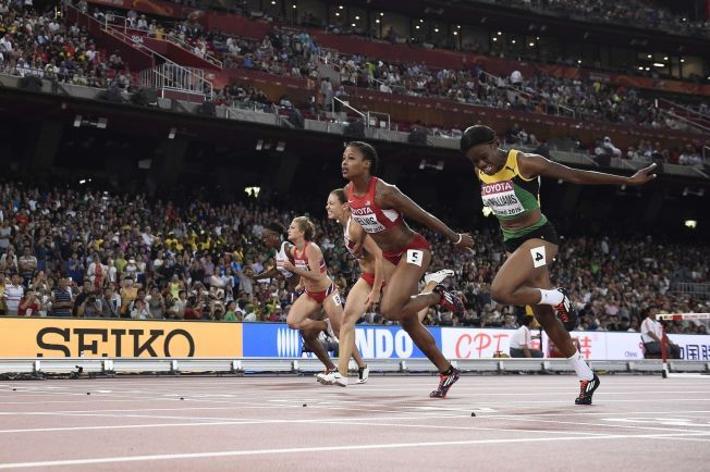 NESTEN: Isabelle Pedersen (t.v) var veldig, veldig nær sensasjon - det vil si gå til finalen - i semifinalen på 100 meter hekk i VM.