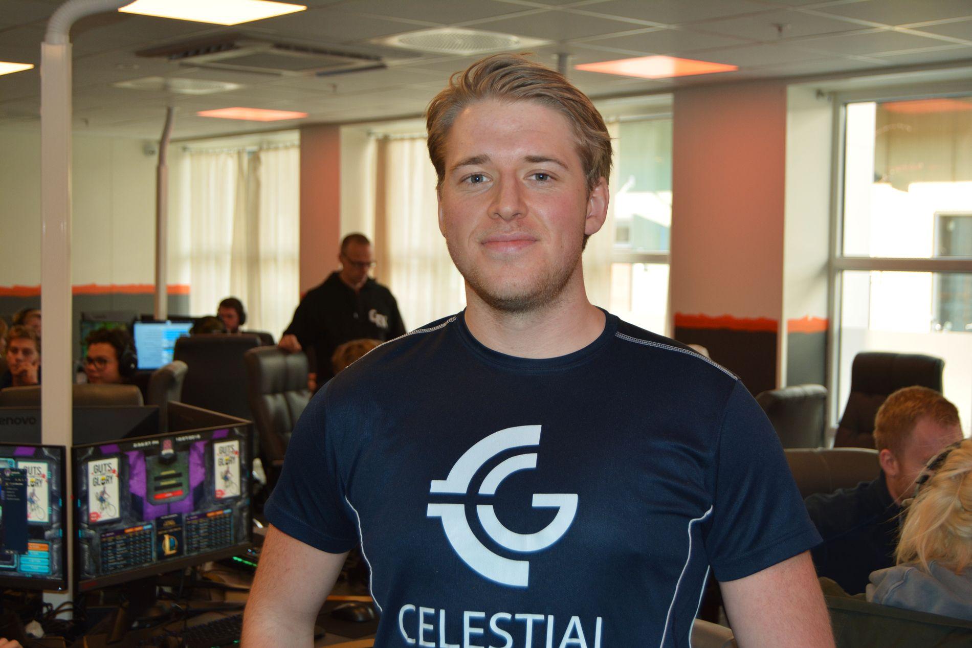 DRAR PÅ ÅRA: Håkon «KOOLBERG» Solberg forteller at han begynner å bli klar til å hoppe over til Fortnite.