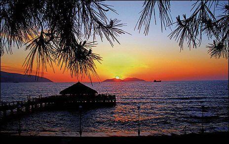 KVELDSSOL: Albania er en av de få kyststripene i Middelhavet som er vestvendt. Dermed er du sikret solnedgang i havet. Foto: Flickr
