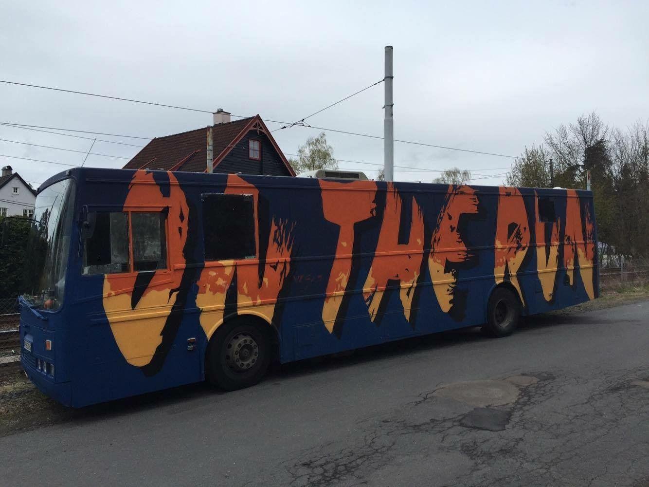 ON THE RUN: Navnet på bussen kalles konsept og jentebussen fra Oslo er klar til å «rulle» frem til 17. mai