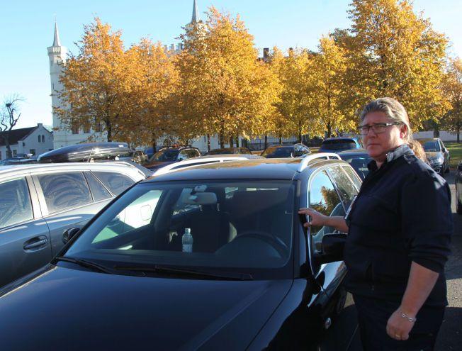KJØRER TIL JOBB: Nina Botn synes man kunne vurdert å gjøre noen dager bilfri i stedet for et forbud som skal gjelde hele tiden.