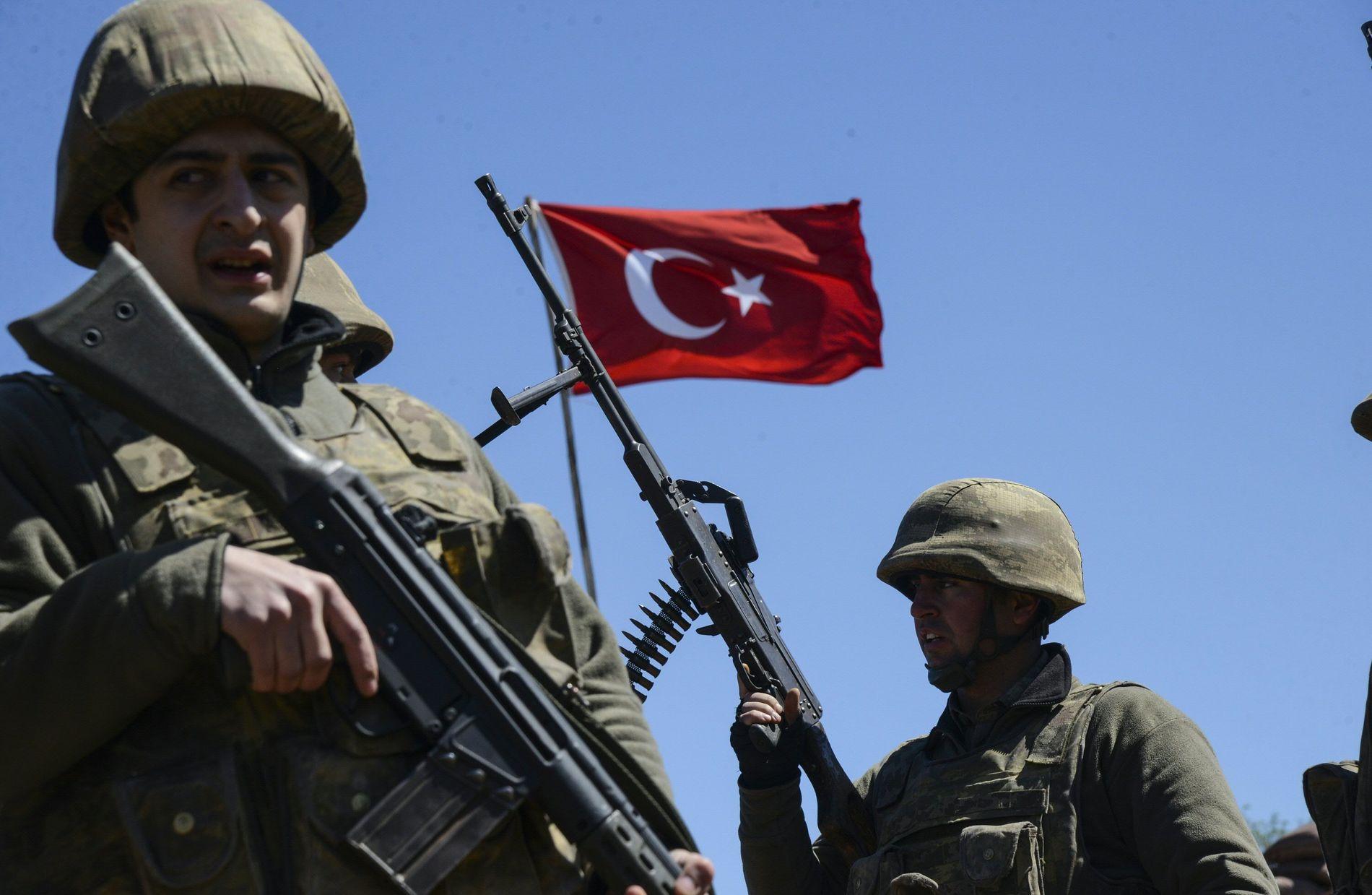 REGIONAL STORMAKT: Tyrkiske soldater, her i den tyrkiske byen Cizre i de kurdiske områdene i Tyrkia, der det har vært en rekke kamper det siste året.