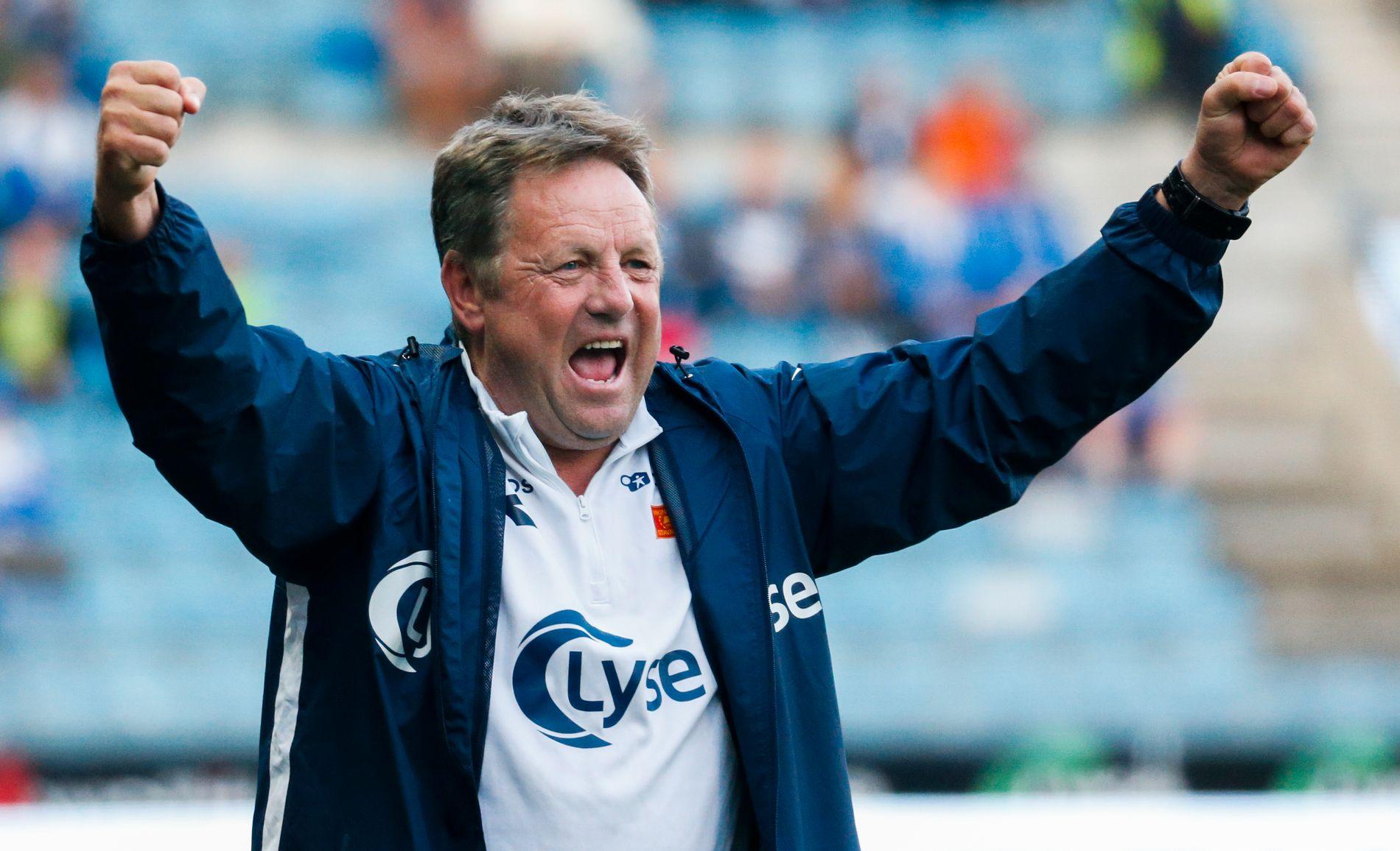POLITIKER: Bjarne Berntsen i kjent positur fra der vi kjenner ham – på sidelinjen som Viking-trener.