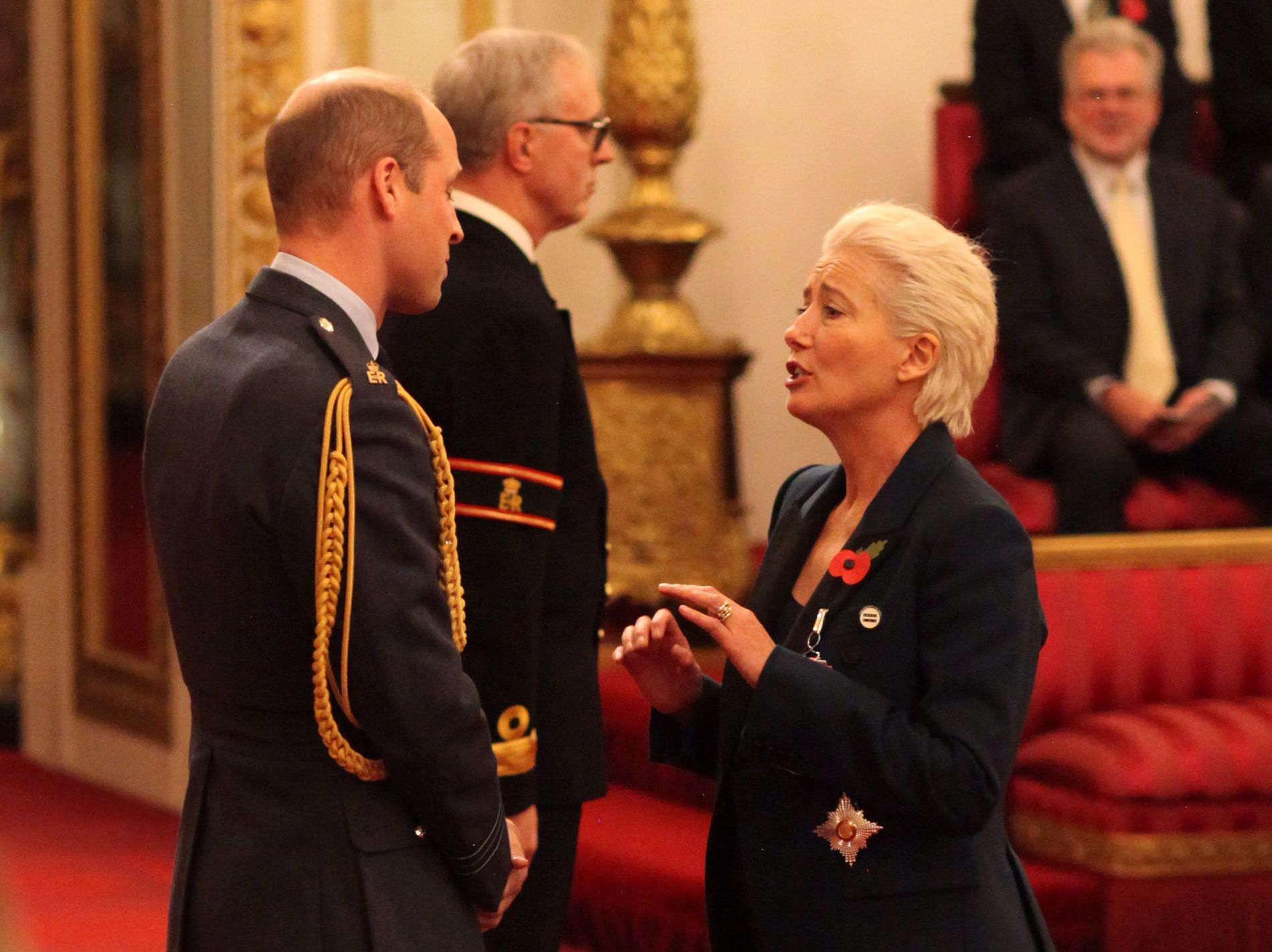 HEDRET: Prins William sto for seremonien da Emma Thompson fikk Dame-tittelen på Buckingham Palace.