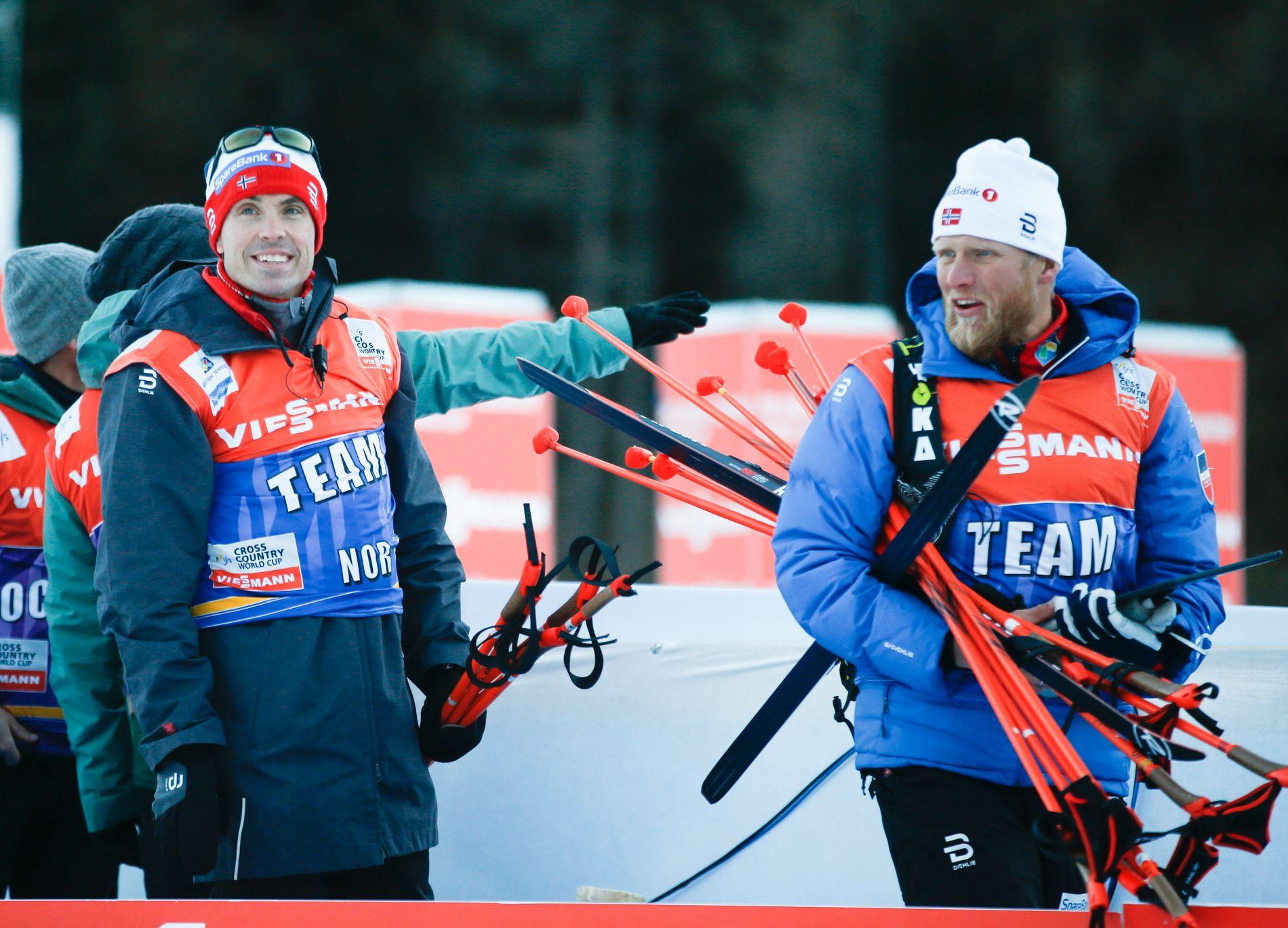 FORSØKER Å FINNE LØSNINGER: Landslagssjef Vidar Løfshus og tidligere allroundtrener Tor-Arne Hetland, her sammen under en Tour de Ski-etappe i sveitsiske Val Müstair nyttårsaften i 2016.