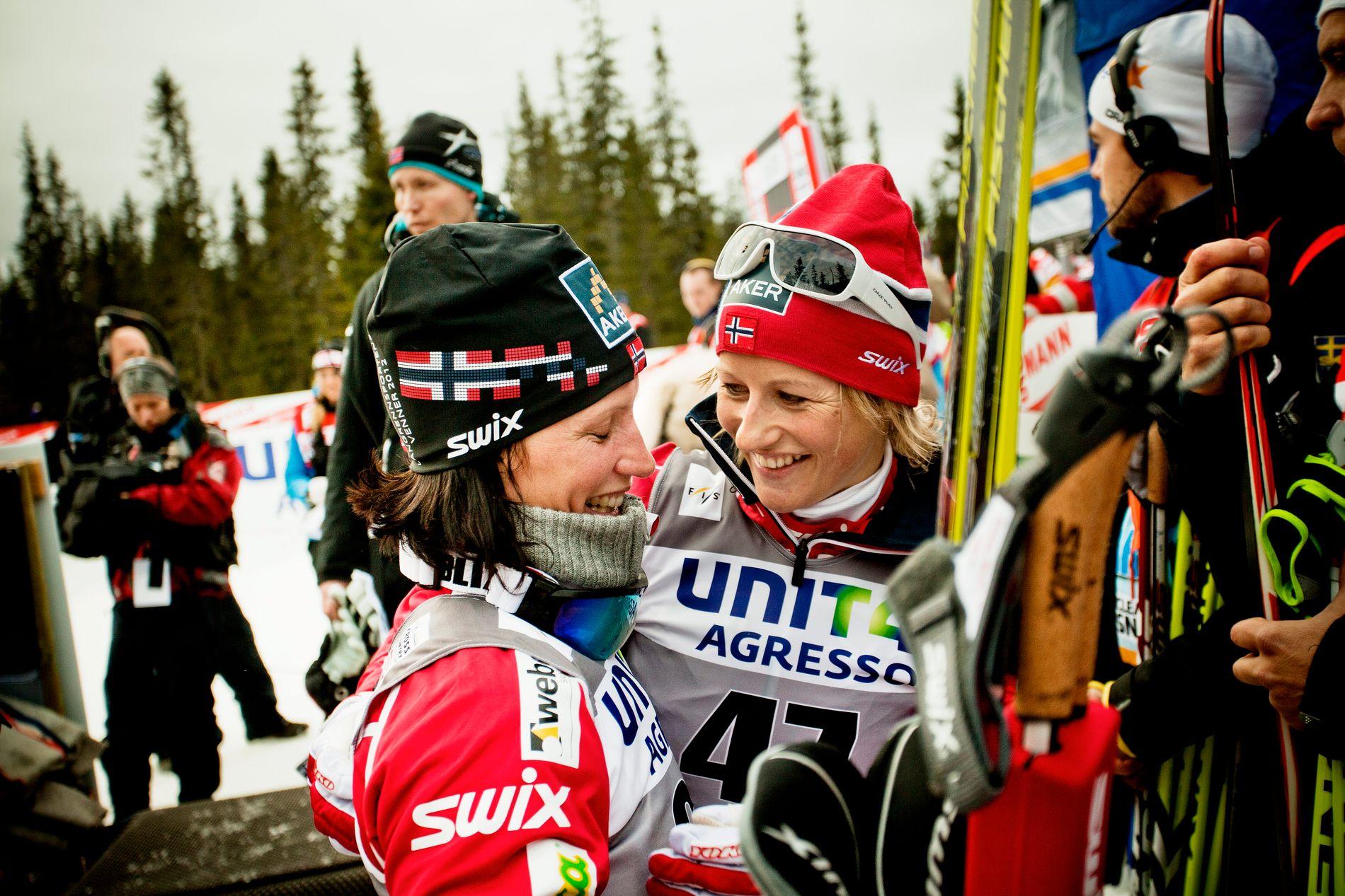 NÆRE VENNINNER: Marit Bjørgen og Vibeke Skofterud, her fra verdenscupåpningen på Sjusjøen en novemberdag i 2011. De ble henholdsvis nummer én og tre i rennet.