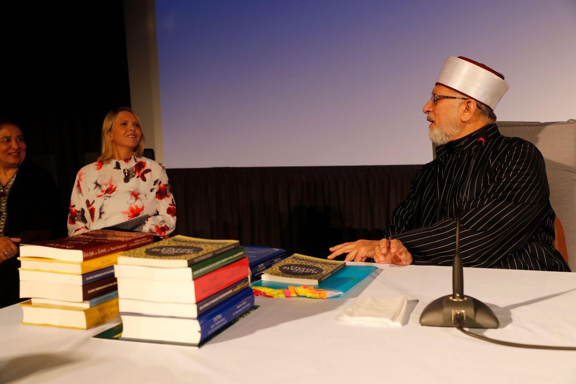 KONFRONTERTE MUSLIMSK LÆRD: Sylvi Listhaug innledet en konferanse mot ekstremisme i Sarpsborg,  da hun konfronterte Muhammad Tahir-ul-Qadri med hans kontroversielle synspunkter.